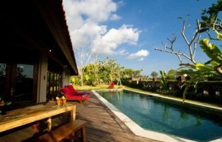 Disewakan Villa Strategis di Resor Pantai Berawa, Kuta Utara, Bali PR699