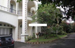 Dijual Townhouse Cozy Semi Furnished di Cilandak Jakarta Selatan AG1038