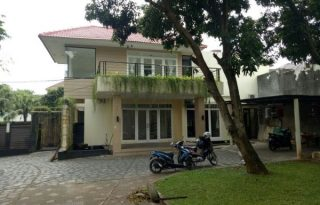 Dijual Rumah Tingkat dan Strategis di Kemang Utara, Jakarta AG1070